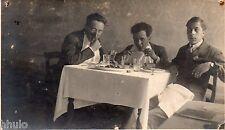 BK081 Carte Photo vintage card RPPC Homme groupe à table manger repas diner