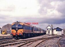 PHOTO  IRISH RAILWAY - CIE LOCO NO  027 MALLOW 30.07.1988