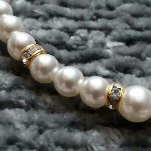 White faux pearl & gold tone strand necklace Z07