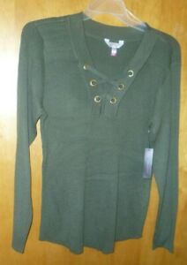 New Juniors   XXL   (19)   Green Pull Over Lace Up Sweater
