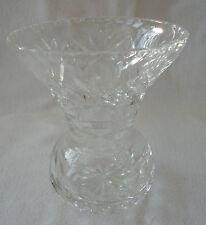 A LOVELY STAR BASE 1970'S EDINBURGH CRYSTAL CUT GLASS SMALL FLOWER VASE 11cm