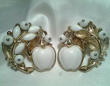 Vintage Crown Trifari Alfred Philippe White Apple Poured Glass Clip Earrings