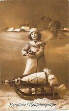 Neujahr, Mädchen mit Schlitten, Sektflasche, Geldsack, Foto-AK, 1916