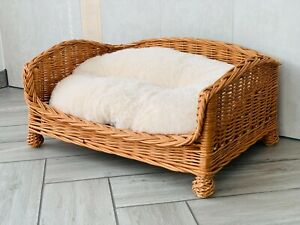 Hand Made Luxury Natural Wicker Willow Dog Bed Sofa Style Settee With Legs