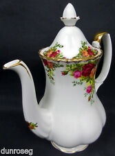 OLD COUNTRY ROSES MEDIUM COFFEE POT, 8 CUPS. GOOD CONDITION 1962-73 ROYAL ALBERT