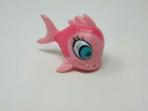 Monster High Lagoona Blue First Wave Pet Neptuna Piranha Pink Fish Accessory