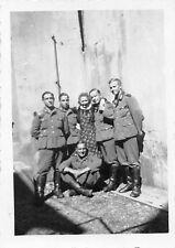 Deutsche Soldaten mit franz. Frau in Mutzig Frankreich