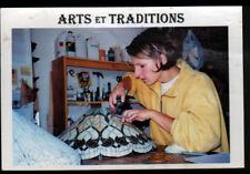 DAMPIERRE-EN-GRACAY (18) ARTISAN VERRIER au travail sur VITRAUX-LAMPE TIFFANY