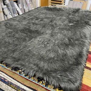 Dreamweavers Faux Fox Grey Rugs - Designer Rug in 150x210cm or 5'x7' RRP289