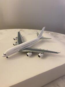 Gemini Jets 1:400 blank Airbus A380 model