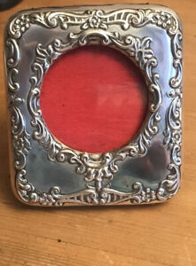 BEAUTIFUL REPOUSSE SILVER PICTURE FRAME. ROUND PICTURE BIRMINGHAM 1901.