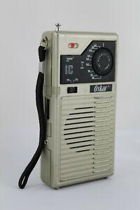 VINTAGE  Radio AM / FM  marca OSKAR Funcionando.    Año 1980