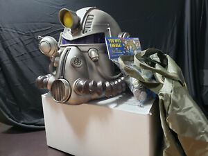 Fallout 76 Helmet Helmet (Duffelbag and Figures Included)
