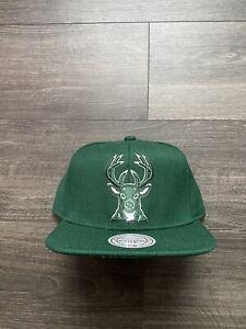 Mitchell & Ness NBA Milwaukee Bucks Team Logo Snapback Hat