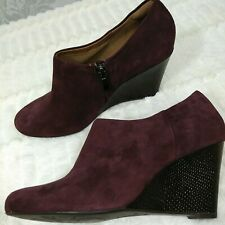 Clarks Artisan Burgundy Suede Wedge Booties Womens 7.5 Ankle Boots Side Zip