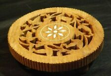 WOODEN TRIVET FEATURES CENTER FLOWER DESIGN AND CARVED LEAVES - 3 WOODEN FEET