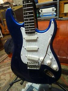 """Fender Squier stratocaster Metalic blue,en très bon état, """"Promo"""" a voir !"""