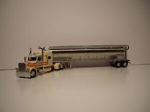 DCP 1/64 OFF WHITE PETERBILT 389 WITH SLEEPER & TANDEM AXLE WALINGA FEED TRAILER