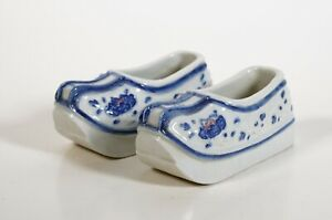 A pair of Chinese Porcelain Brush washer in shape of shoes - 19th century QING