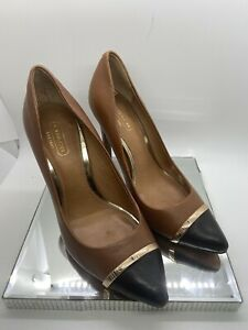 COACH  WOMANS TAUPE AND BLACK PUMPS GOLD BAND SIZE 5.5B