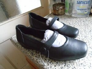 ladies black leather dolly shoes size 5 (38). new
