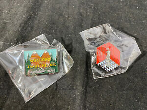 2 Twin Peak Enamel Pins WELCOME TO TWIN PEAKS Letters Badge  Population Red Room