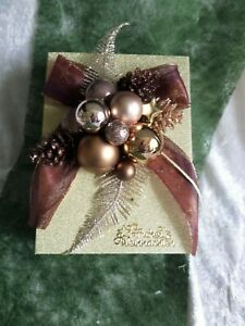 Weihnachten Geschenk-Box in Gold mit weihnachtl. Arrangement in Kupfer/Gold
