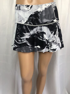 LULULEMON size 4 black white print Skort skirt