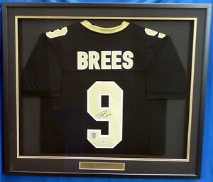 SAINTS DREW BREES AUTOGRAPHED SIGNED FRAMED BLACK JERSEY BECKETT 177405