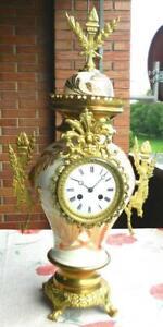 Antike Porzellan Vasen Uhr-Blickfang für Sammler oder Freunde eines Einzelstücks