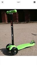 GREEN KIDS 3 WHEEL TWIST & PUSH ROLL SKATE PARK STUNT KICK SCOOTER LED WHEEL
