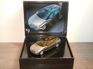 Mercedes F500 2003 - Spark 1:43 in Box *36978