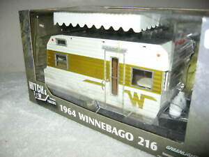 1964 WINNEBAGO 216 CAMPER TRAILER 1:24  GREENLIGHT NEVER OUT OF THE BOX!