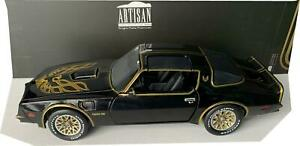 Pontiac Firebird Trans AM 1977 in black with Golden Eagle Hood 1:18 scale