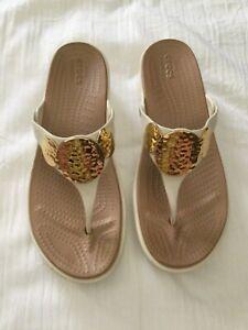 CROCS Ivory Metallic Thong Dual Comfort Sanrah Low Wedge Sandals Size 11