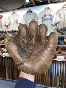 1905 Spalding Full Web Baseball Glove Mitt - Red Patch. Early 1900s