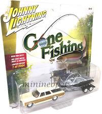 JOHNNY LIGHTNING GONE FISHING JLBT002 1973 CHEVROLET CAPRICE w BOAT 1/64 CREAM