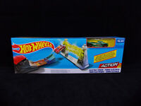 Hot Wheels Action ELECTRIC TOWER Track Play Set With Car, LAUNCHER / BOLT - NEW