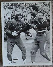 1975 ORIGINAL PRESS PHOTO CLEVELAND INDIANS FRANK ROBINSON JOHN LOWENSTEIN