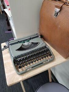 1955 Groma Kolobri Manual Portable Typewriter