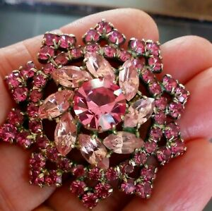 VINTAGE GORGEOUS SHADES OF PINK SAPPHIRE GLASS RHINESTONE & NAVETTE BROOCH