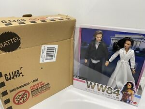 GOLD LABEL WONDER WOMAN 1984 BARBIE DOLL GIFT SET WITH SHIPPER BOX - Damaged Box