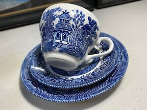 English Churchill Blue & White Willow Pattern Tea Cup Trio Set