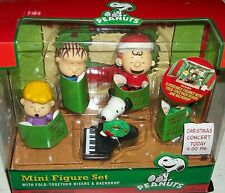 Peanuts Xmas caroler figure Charlie Brown Lucy Linus Sally Snoopy Charles Schulz