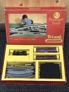 "TRI-ANG RAILWAYS R2 PASSENGER TRAIN ""OO"" Gauge Scale Electric Scale Model 1950's"
