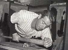 NY YANKEE CLASSIC JOE DIMAGGIO RUBS HIS PRIZED BASEBALL BAT WITH  STEAK BONE !!