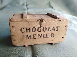 Ancienne boîte publicitaire chocolat MENIER , bois.