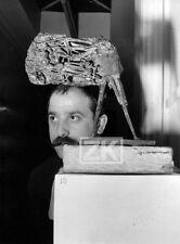 CESAR Sculpteur PETIT VALENTIN Sculpture Homme Oiseau Photo 1950s #1