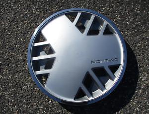 One factory 1986 1987 Pontiac Fiero 14 inch hubcap wheel cover nice