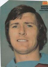BRUCE RIOCH ASTON VILLA 1969-1974 ORIGINAL HAND SIGNED MAGAZINE PICTURE CUTTING